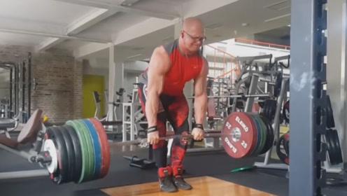 杠铃硬拉280公斤,男子在健身房挑战极限,手臂上血管都暴起了