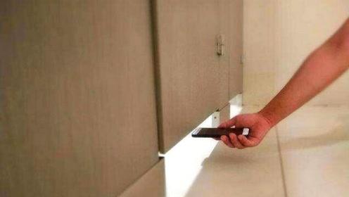 为何女厕所门下面,要故意留一条缝?原因你都不敢相信!