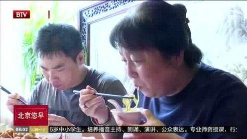 """市民共吃""""国庆面""""新民俗包含悠长爱国情怀"""
