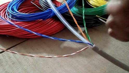 高压电线下可不可以打电话?会被迫联电么?因为信号辐射问题么?