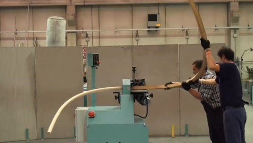 打磨木头的圆柱打磨机,将木框放进去一次性打磨成圆柱,很高效!