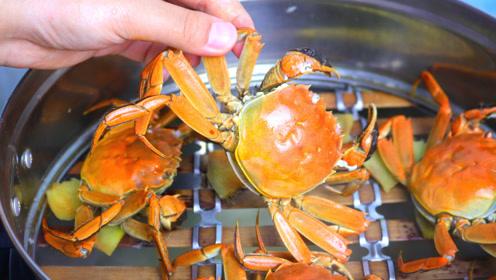 蒸螃蟹时,直接放蒸锅就错了,多加一步操作,螃蟹不掉腿不流黄