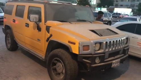 """迪拜小伙路边捡到""""僵尸车"""",竟是一辆黄色悍马,网友:幸运爆棚"""
