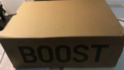 球鞋开箱:学生党新买的Yeezy球鞋,有点不敢穿!给大家看看