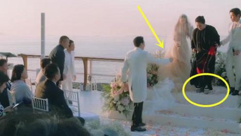 郭碧婷向佐婚礼现场,却被向华强的一个小动作抢镜,网友:暖哭了