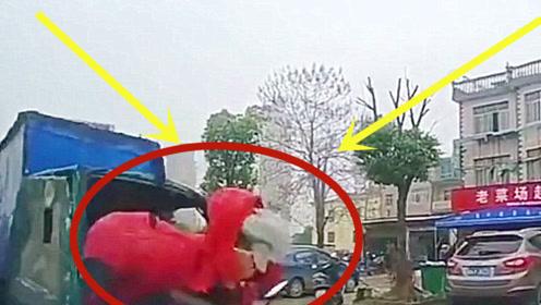 女司机骑车不看路,撞上轿车后,头和玻璃都飞出去了!