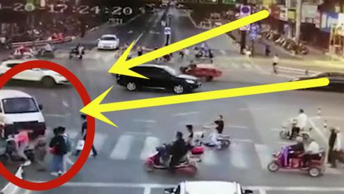 安徽阜阳一女孩被卷进车底,正义路人合力抬车,12秒光速营救!