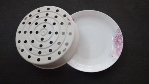 塑料蒸笼放在菜碟子上,还有大用处,女人见了只夸聪明,快试试