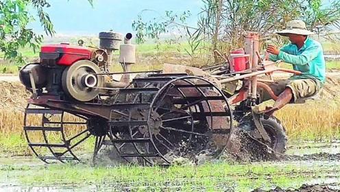 越南超牛的机械,两个轮子像是水车,能在泥泞中任意行走