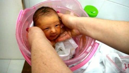 新生儿还以为回到了妈妈肚子里,舒服的只顾着安静享受