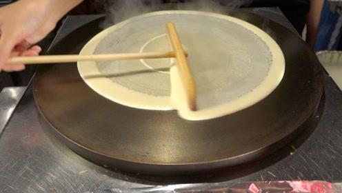 日本人讲卫生到什么程度?游客拍下街头煎饼制作,画面让人心服口服