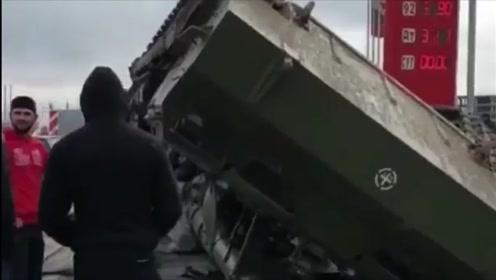 士兵急刹车致榴弹炮掉落摔坏 要赔270万元