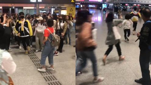 魏大勋机场狂奔不想被拍,女粉丝成群追赶堪比百米冲刺