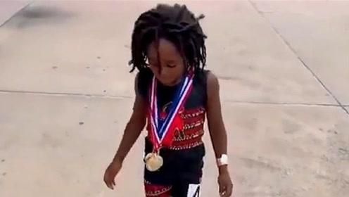 跑得最快的孩子,七岁跑百米就13秒,有希望超越博尔特