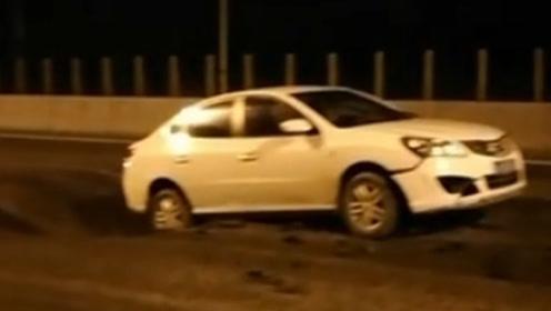 郑州境内省道路面突然下陷,汽车被卡坑里无法动弹