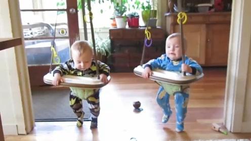 妈妈给双胞胎买来学步器,2个娃蹦蹦跳跳荡起了秋千,都高兴坏了