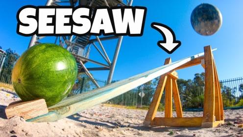 铁球从45米高空抛下,砸到跷跷板上会怎样?结果让人惊讶!