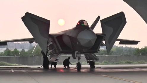 歼20或已不是稀罕物,空军一项决定说明了这点,国际评论口风大变