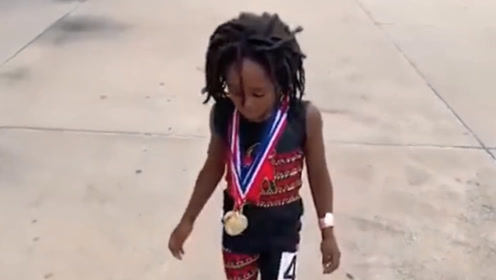 地球上跑最快的孩子,才七岁已超越飞人,有希望打败闪电博尔特