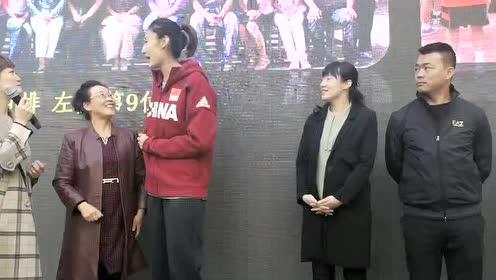 女排姑娘王媛媛回到兰州母校 与母校小队员开展了一场友谊赛