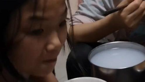 让姑娘给我盛半碗米,看到半碗米的一刻,孩子的世界你永远不懂!