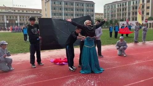 """学生运动会上演""""冰雪奇缘"""",五分特效让我忘记原人物长相"""