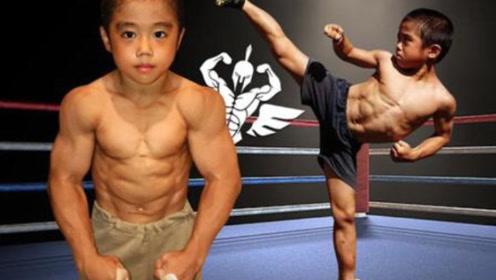 """日本儿童版""""李小龙"""",3岁开始苦练功夫,8岁拥有6块腹肌"""