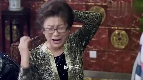 前婆婆跟后妈刚打完架!美女被夹在中间!实在太尴尬了!