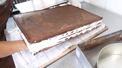 巨型巧克力夹心蛋糕,太馋人了!