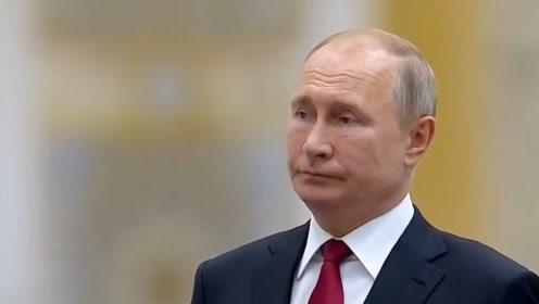 现场!阿联酋军乐团演奏有气无力版俄罗斯国歌 普京的表情又亮了