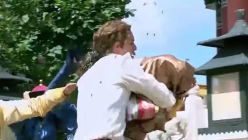新还珠格格:小燕子在御花园又跳舞又翻跟头,但是招来的却是蜜蜂