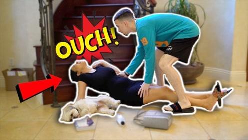 国外妻子恶搞丈夫:怀孕时假装从楼梯摔下,被丈夫举动逗乐了!