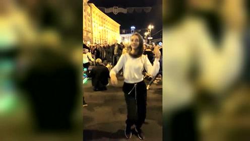 这个乌克兰美女好嗨啊!吃了开心果吗?