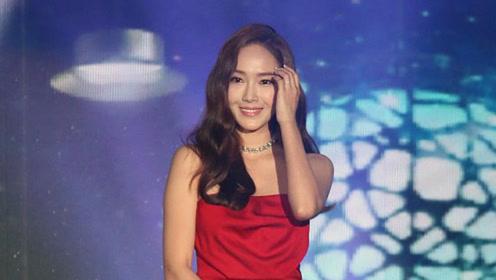 Jessica郑秀妍粉丝见面会 穿抹胸红裙似小公主甜美撩人