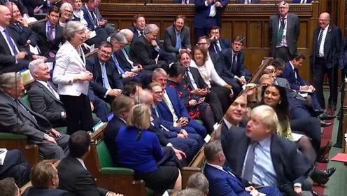 梅姨重回下议院呼吁支持脱欧协议:心情愉悦,自嘲引满堂笑