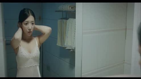 通灵姐妹:女孩被面具男整蛊!女孩没有一点反应!真是天然萌!