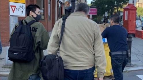 王源波士顿街头被偶遇 背双肩包是认真享受大学生活的模样