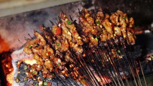 广东人都难以驾驭的美食,拿活蚂蚁烤肉,你敢这样挑战吗?