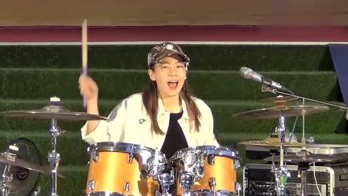 罗小白韩范儿十足的演绎韩国歌曲,不愧是架子鼓女神啊!