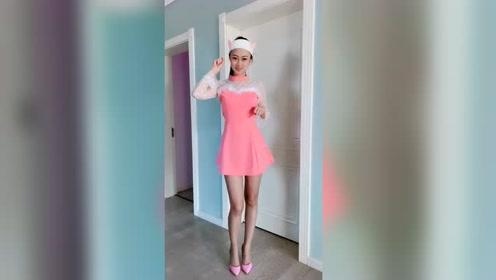 粉红色的小裙子好看还是黑色亮片裙子好看?选一种