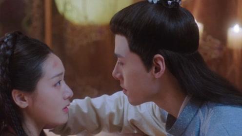 明月照我心:明月房内沐浴,不料王爷出现,李谦满眼深情主动献吻