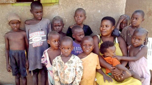 36岁女子已生下44个孩子 已切除子宫避孕