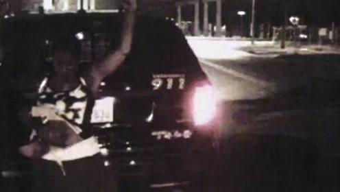 太过分!女子美国街头遭搜身 警察扯出卫生棉条当众详查