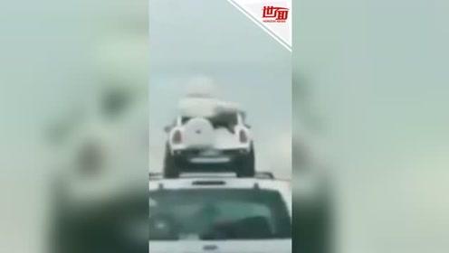 不靠谱爸爸下雨天开车把宝宝放车顶 下一秒就要跌落吓坏路人