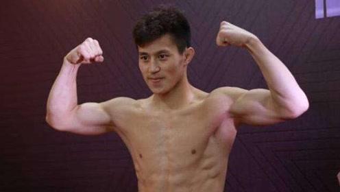 中国武警散打高手孟庆浩一拳打飞外国悍将