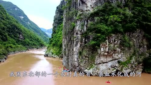 中国最诡异河流,一下雨就变成血红色,两岸还爬满毒蛇!