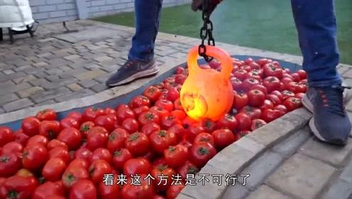 小哥作死在泳池倒满一池子西红柿,还放一个高温壶铃,意外果然发生了