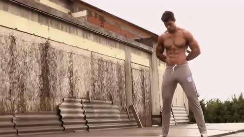 型男户外拍写真,这完美的胸肌腹肌,简直就是行走的荷尔蒙!