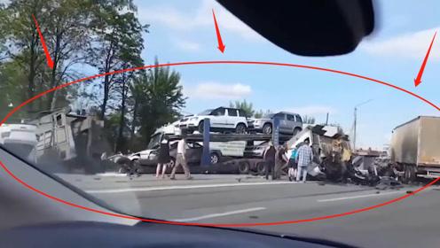 """惨烈!大货车逆行狂飙""""大开杀戒"""",路上车辆无一幸免,监控记录惊魂7秒!"""