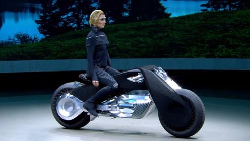 3辆十分科幻的宝马摩托车,有的连车把都没有,依靠全息眼镜操控